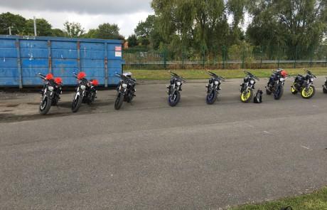 Piste et motos pour la formation enseignant de la conduite spécialisation moto